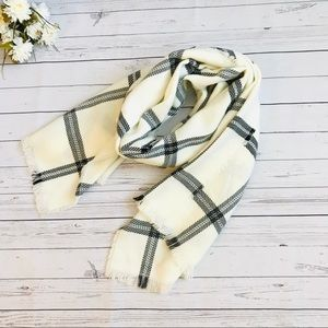 Ivory/Black plaid fleece scarf